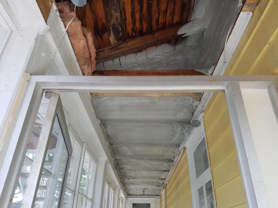 isolation d'une maison à l'uréthane giclée